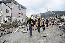 Japón lucha contra tsunami nuclear