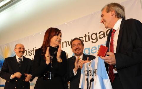 """Argentina paga bonos del """"corralito financiero"""""""