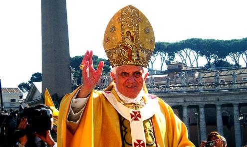 Papa bendice en su primer tuit