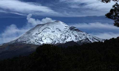 México atento al volcán Popocatepetl