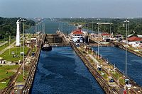 Por lluvias torrenciales, suspenden tránsito por el Canal de Panamá